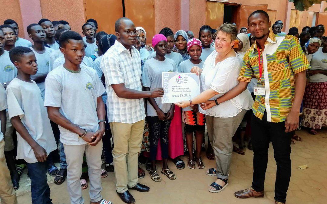 Scheckübergabe im Centre des Métiers – ABN Ougadougou/Burkina Faso